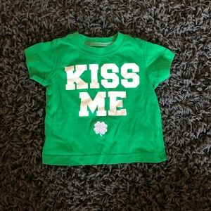 """Kiss me"" st patties day t shirt"
